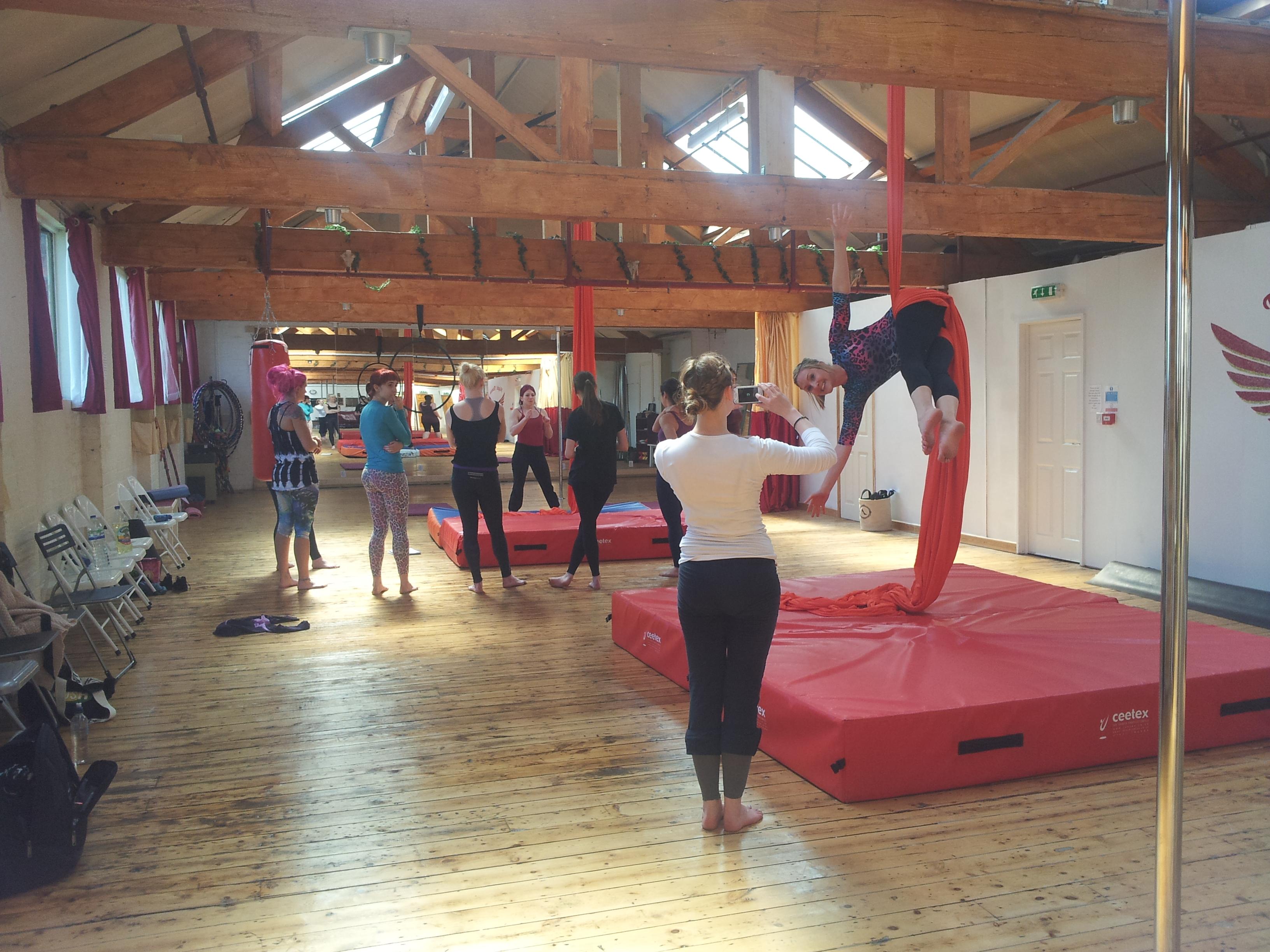 Aerial silks classes Leicester flight fitness learn how to do aerial silks leicester ribbon tissu